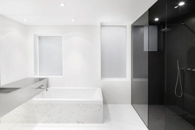 minimalistisches bad weiß schwarzes glas begehbare dusche | idea ...