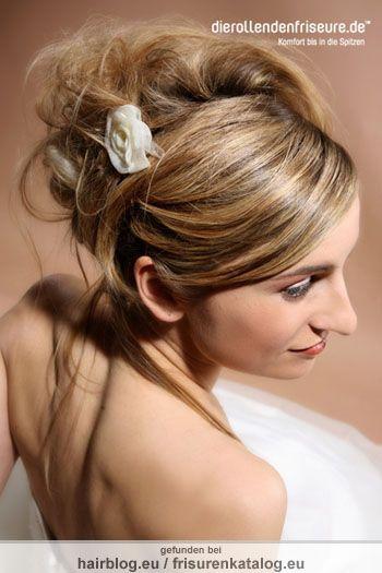 Braut mit Aufsteckfrisur und Blumenschmuck Frisur [ 2167]