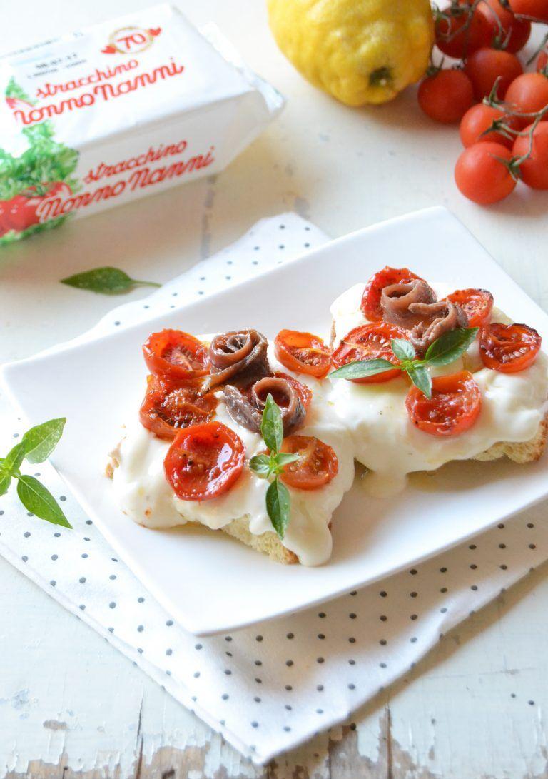Bruschettoni con stracchino, pomodori confit e alici