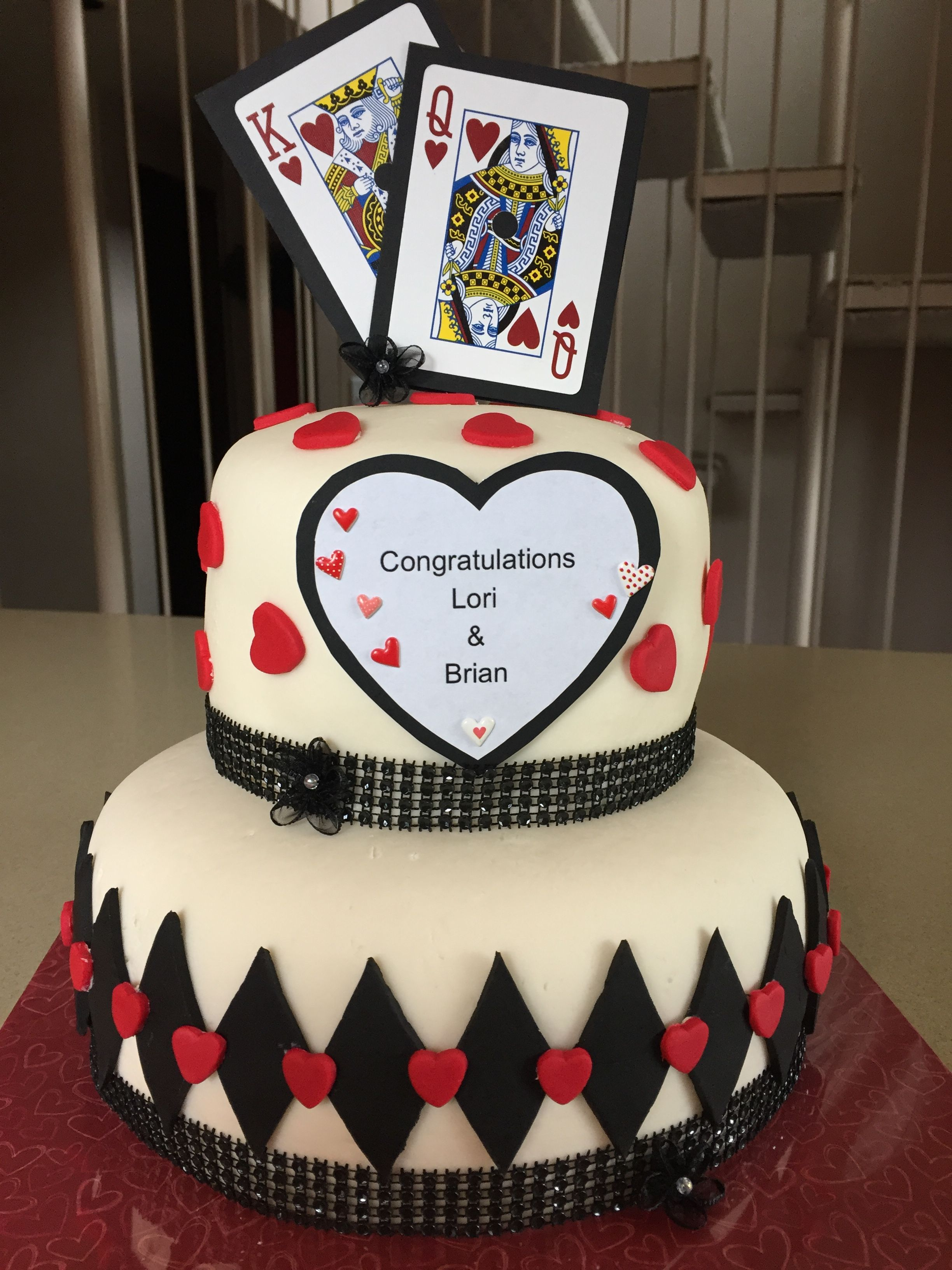 King And Queen Of Hearts Wedding Cake For Some Card Buffs Cake Cool Cake Designs Cake Designs Images