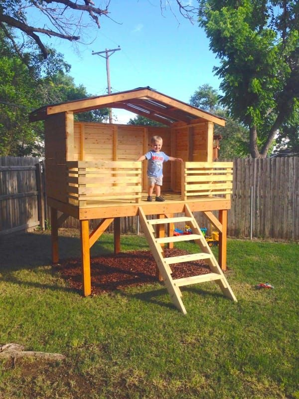 Dad Lays Out 4 Wooden Boards To Create An Incredible Fort ...