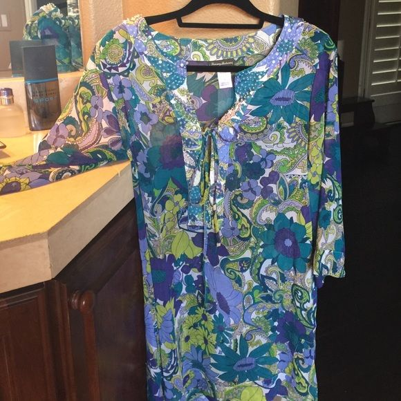 Tommy Bahama tunic Super stylish and lightweight tunic. Perfect for summer and it packs like a dream. Wash on gentle cycle and dry on gentle in the dryer. Hundred percent polyester. Imported a Tommy Bahama original style TSW61215C. Has been gently worn and still looks fantastic. Tommy Bahama Tops Tunics