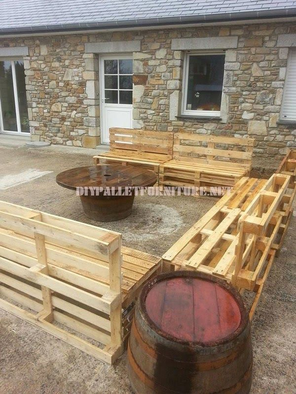Muebles de palets set de sof s para el jard n con mesa de for Sofas palets jardin