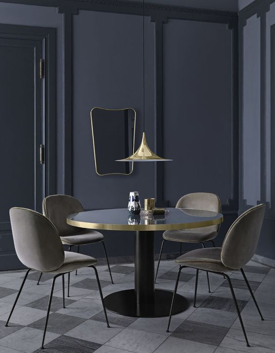 Diseño Salon Moderno Gubi | 2.0 Table, Beetle Dining Chairs, Semi Pendat & F.a