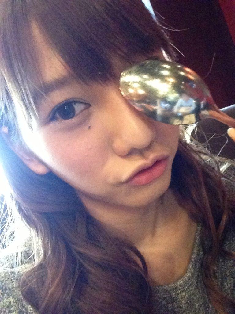 AKB48高城亜樹のスプーンに謎の男が映り込みオタ発狂wwwwまた ...