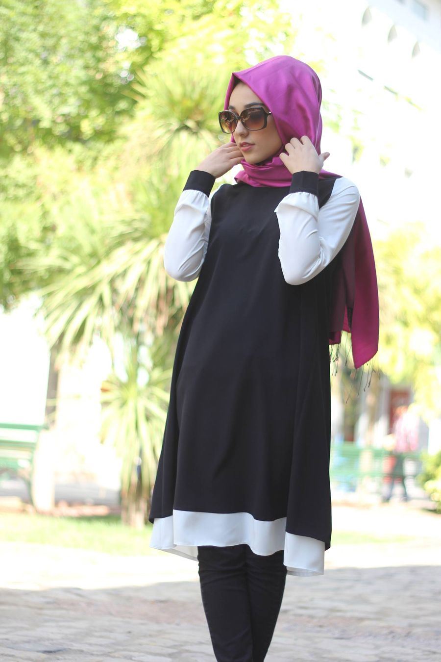 Siyah ve ekru çift renkli tunik-Gamze Polat özel tasarım ürünü olup astarsız olarak ince krep kumaştan üretilmiştir.