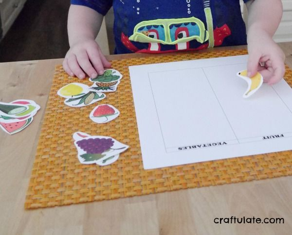 Photo of Kids will love this fun fruit or vegetable sorting game!