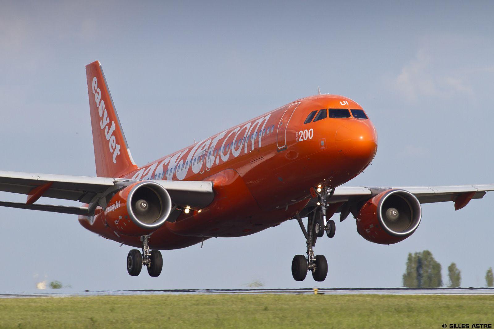 LFPG 21 mai 2015 Airbus A320 EasyJet Orange sheme GEZUI 1