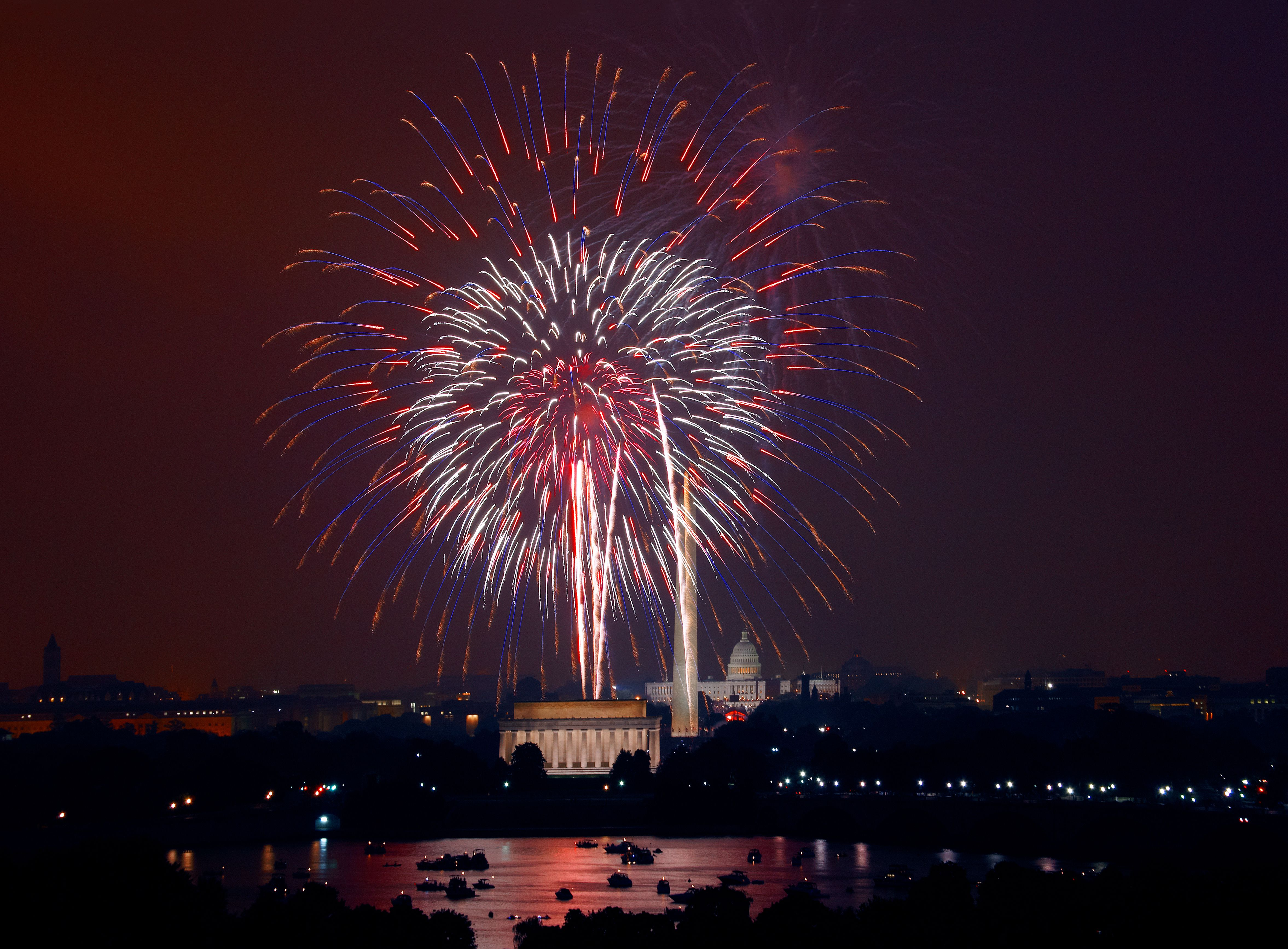 Picture Of The Day For December 31 2016 By Wikipedia Besides New Year S Eve Fireworks Are Often Used To Celebra 4th Of July Fireworks Fireworks Photo Fireworks
