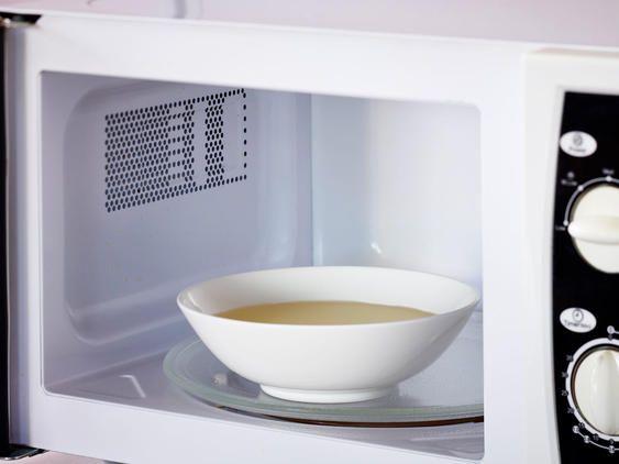 Mikrowelle reinigen 3 einfache Tipps Richtig putzen