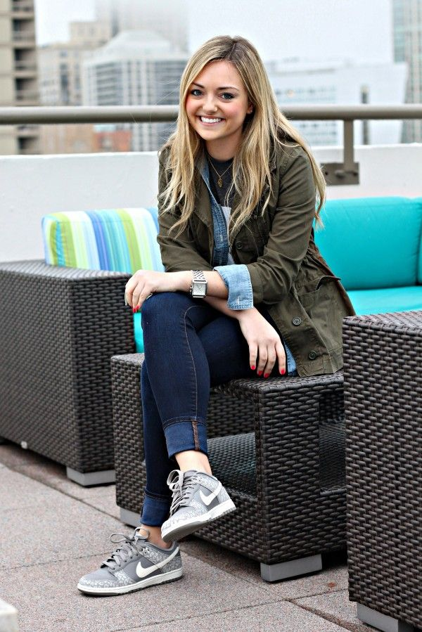 Casual Sneakers Outfit... love the jacket and need those kicks :)