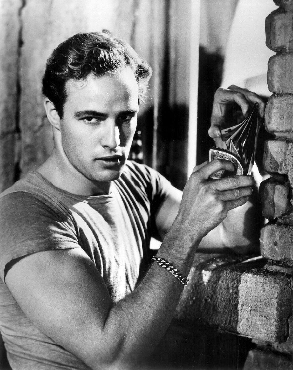 Cinema spettacolo fotografia danza e altro — oldishscreen: Marlon Brando,Vivien Leigh.