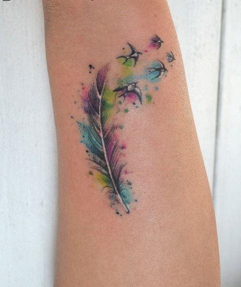 encuentra este pin y muchos ms en tattoo de peacelily tatuajes de plumas