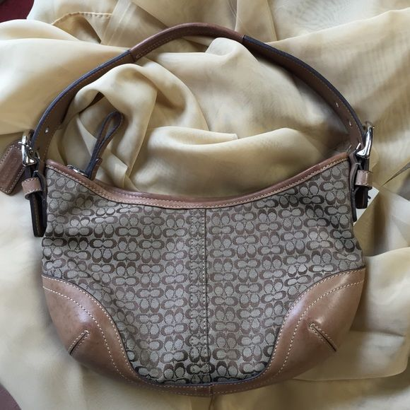 Purse Coach Purse No. JO42-6351.  Excellent condition. Lining shows very slight use.  Smoke free environment. Coach Bags Mini Bags