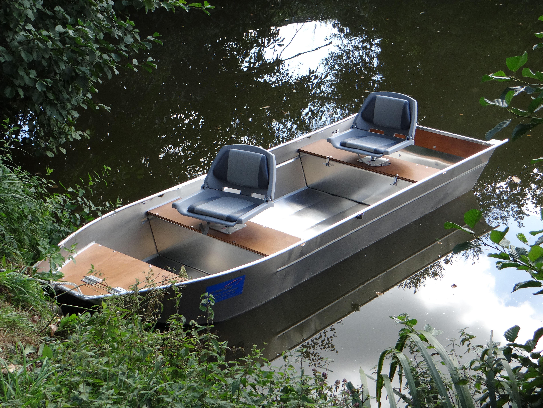 bateau de peche a fond plat