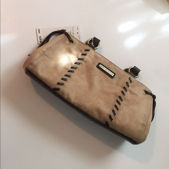 Spotted while shopping on Poshmark: Brand-new, Tommy Hilfiger purse! #poshmark #fashion #shopping #style #Tommy Hilfiger #Handbags