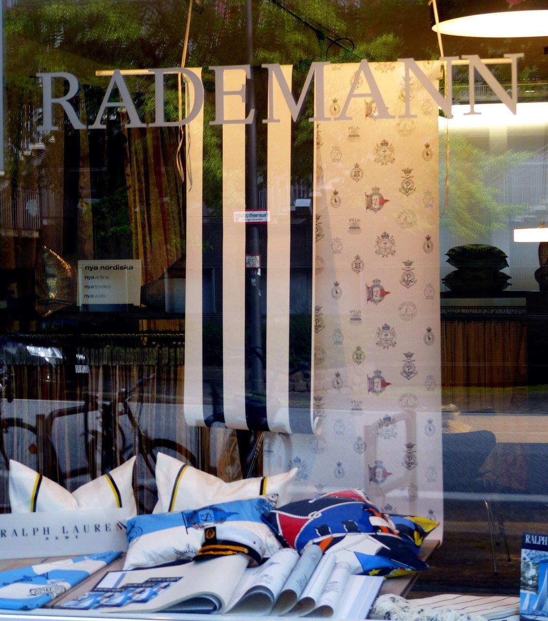 Tapete Maritim rademann schaufenster maritim mit tapete kissen und dekostoffen