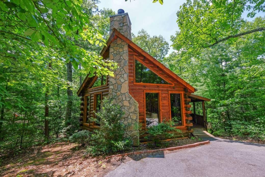 RUNNIN BEAR 1 Bedroom Cabin Rental in Sevierville in 2020