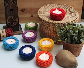 Lovely tealight holders you can make in various colors: I chose the classic chakras colors to decor my meditation space =)