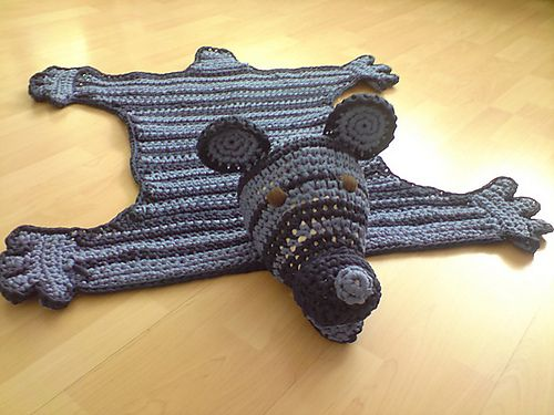 Ravelry: Bear Rug -How cute would this be in a child's room. { Go one step further and add pom-poms! http://10marifet.org/yazi/harika-ponpon-calismalari/ }