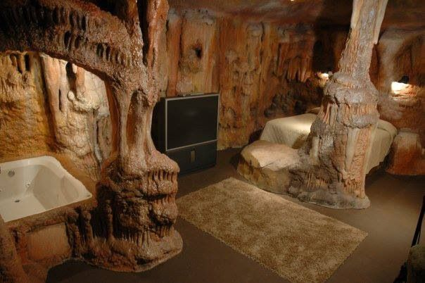 Tennessee Cave Themed Hotel Room Sleeps 4 5 Ppl This Is Awesome