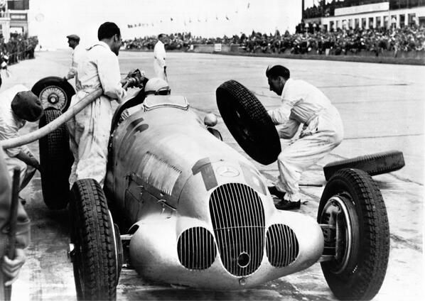 1930s Grand Prix Tyre Change And Refuelling Pit Stop