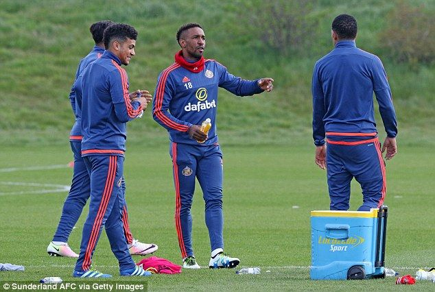 Jermain Defoe is a very beautiful player I would have loved to have him in my team says Guus Hiddink