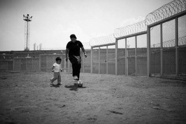 Children-Living-In-A-Mexican-Prison2.jpg 640×426 pixels
