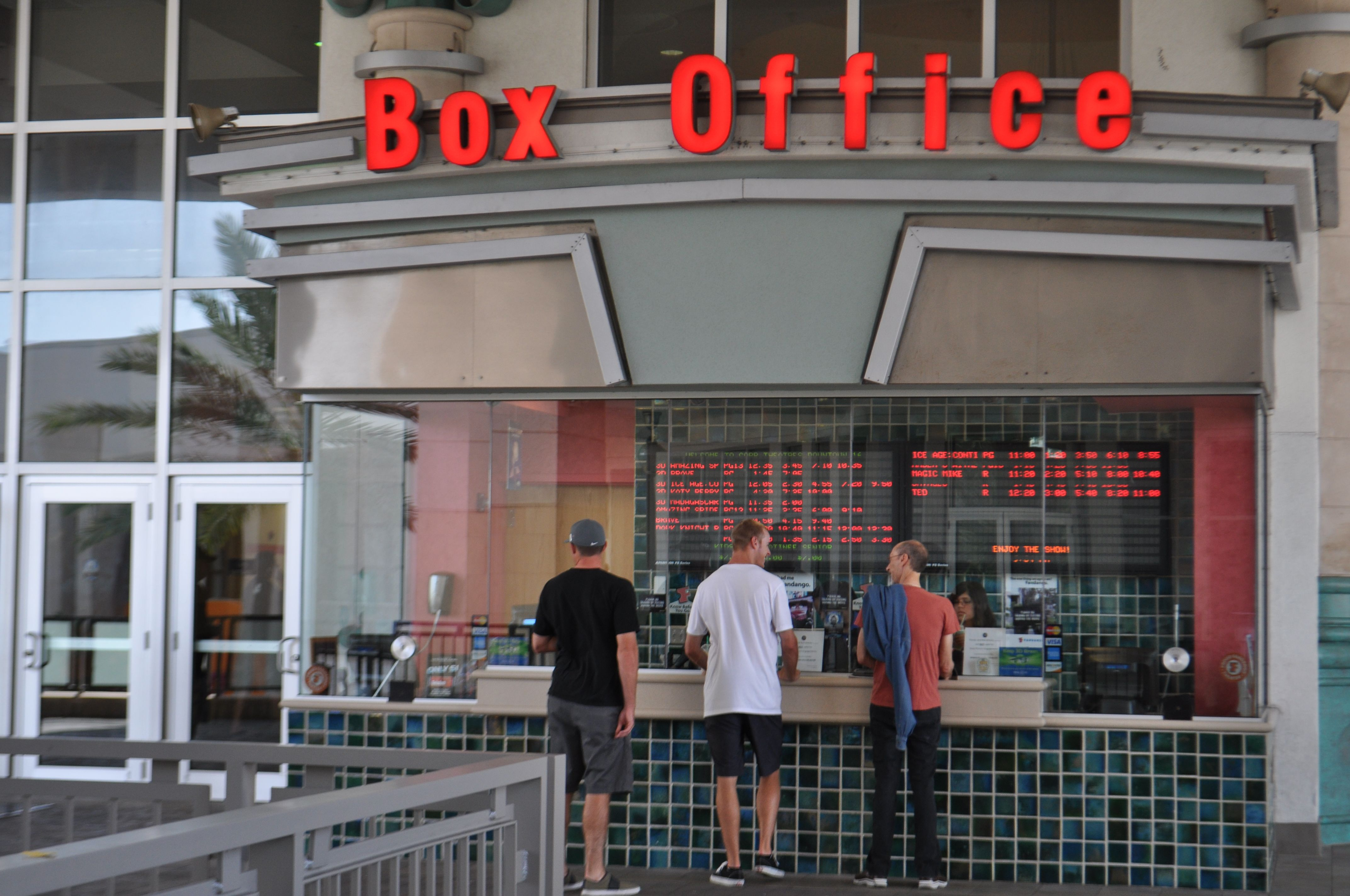 Cobb Theatres Is Palm Beach Gardens Only Stadium Seating Movie Theatre This Theatre Features