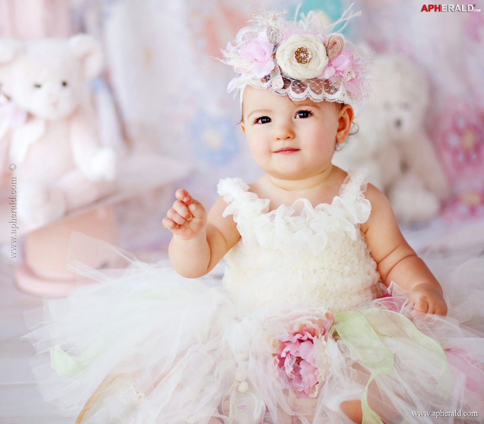 A Baby In Princess Outfit Baby Girl Wallpaper Cute Baby Girl Wallpaper Baby Girl Images