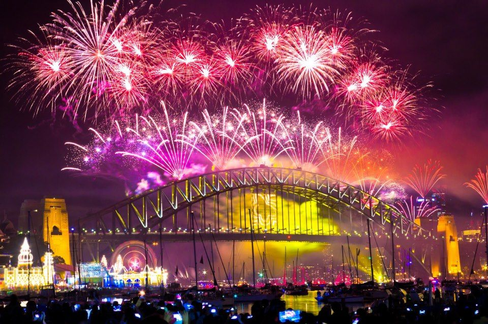 Santichai Kongkapang Sydney New Year S Eve Fireworks From Lavender Bay Sydney Sydney New Years Eve New Years Eve Fireworks Australia