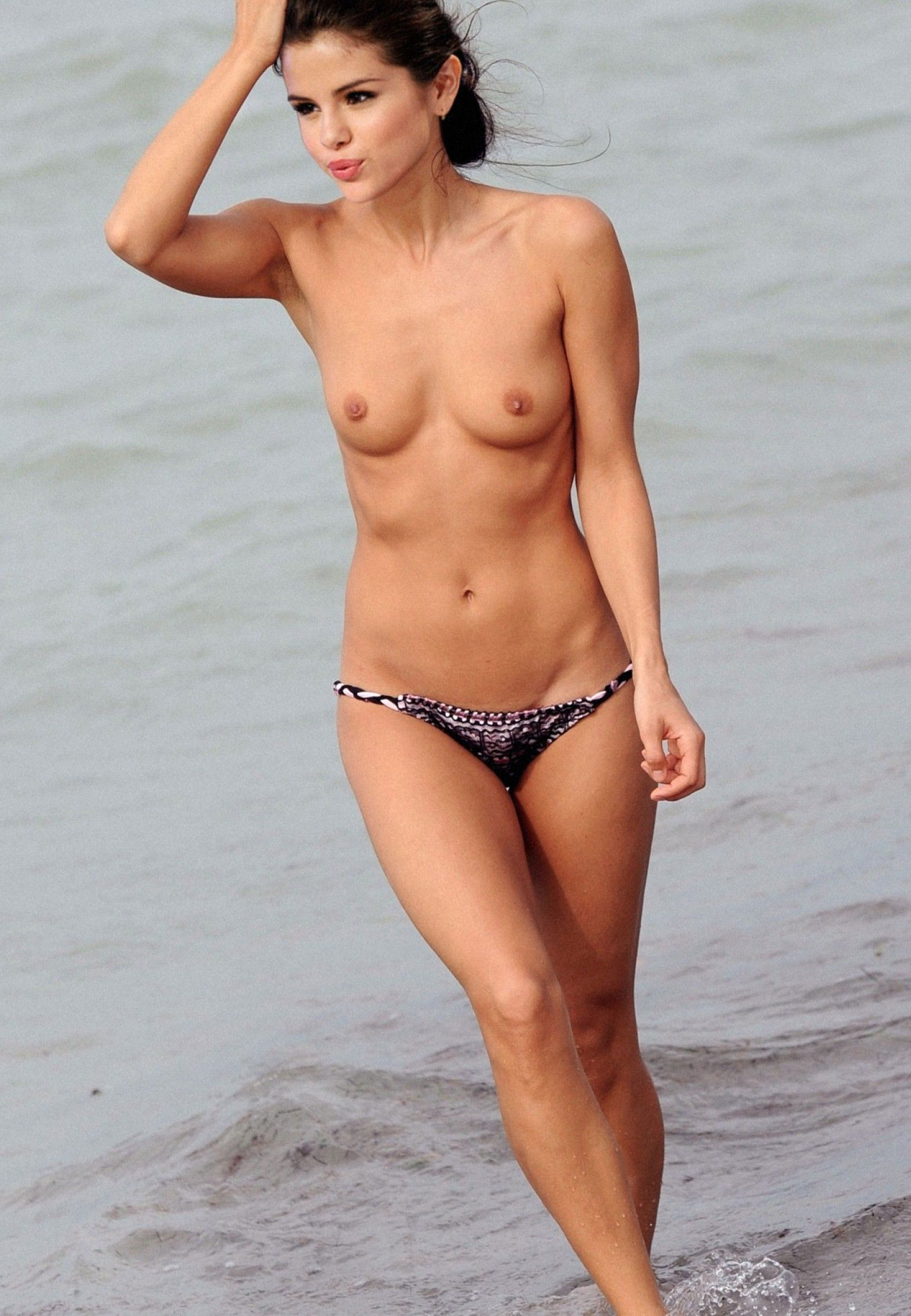Naked selena gomez real-6864