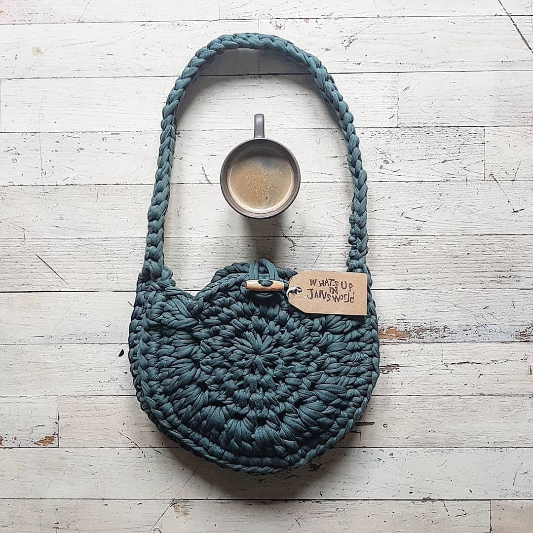 ......found a leftover of this greenish spaghetti yarn at the thriftstore.......so (ofcourse) made new ....#ilovebags