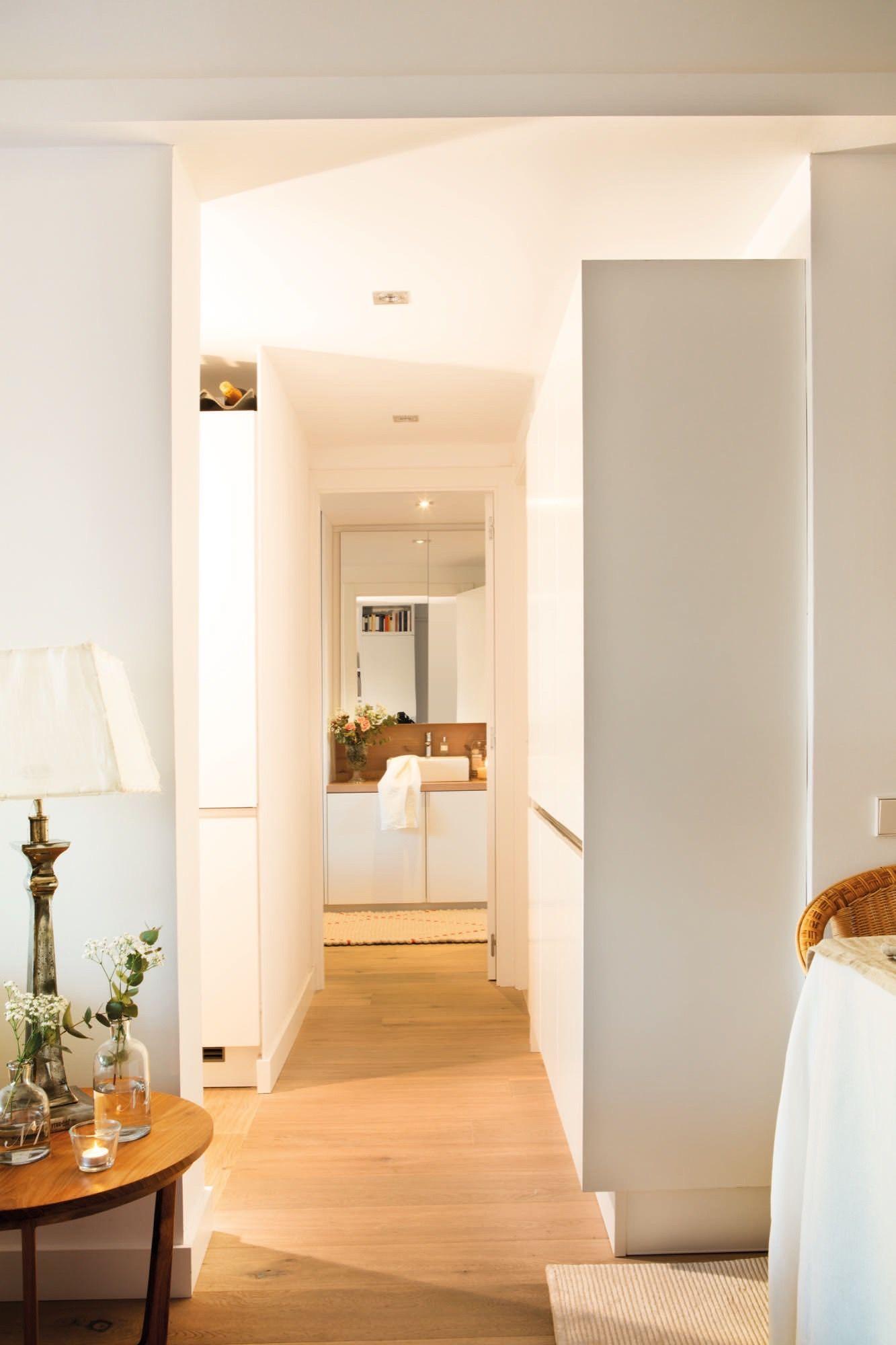 pasillo con muebles blancos de almacenamiento | Bathroom | Pinterest ...