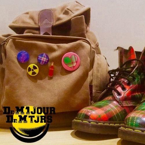 Dr Martens 1460 Vintage tartan Made In England - Photo issue du Groupe Dr Martens 1 jour Dr Martens toujours : https://www.facebook.com/groups/drmartensforever #drmartenstoujours #drmartenstoujours #drmartens #drmartenstyle #docmartens #drmartensoriginal #drmartensfrance #vintage #doc #docslife #docs4life #dr #martens #boots #cuir #dms #lifestyle #worndifferent #bootslover #tartan #badge #sac #bag