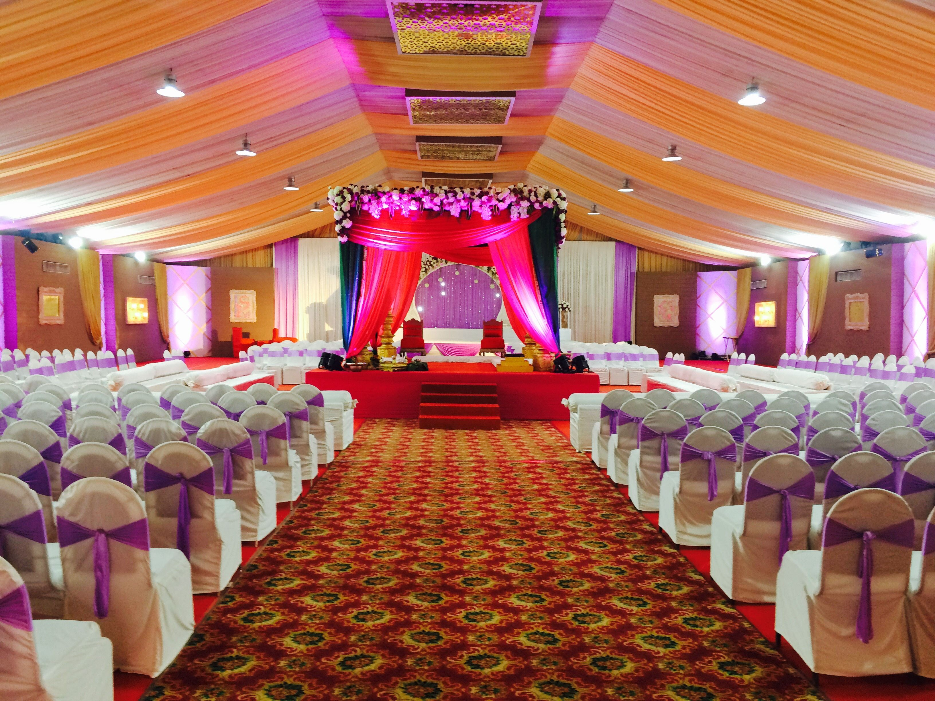 If You Are Looking For Ac Marriage Banquet Hall In Thane Hotel De Grandeur Offering Luxurious Ac Marriage Banq Banquet Hall Birthday Party Halls Function Hall