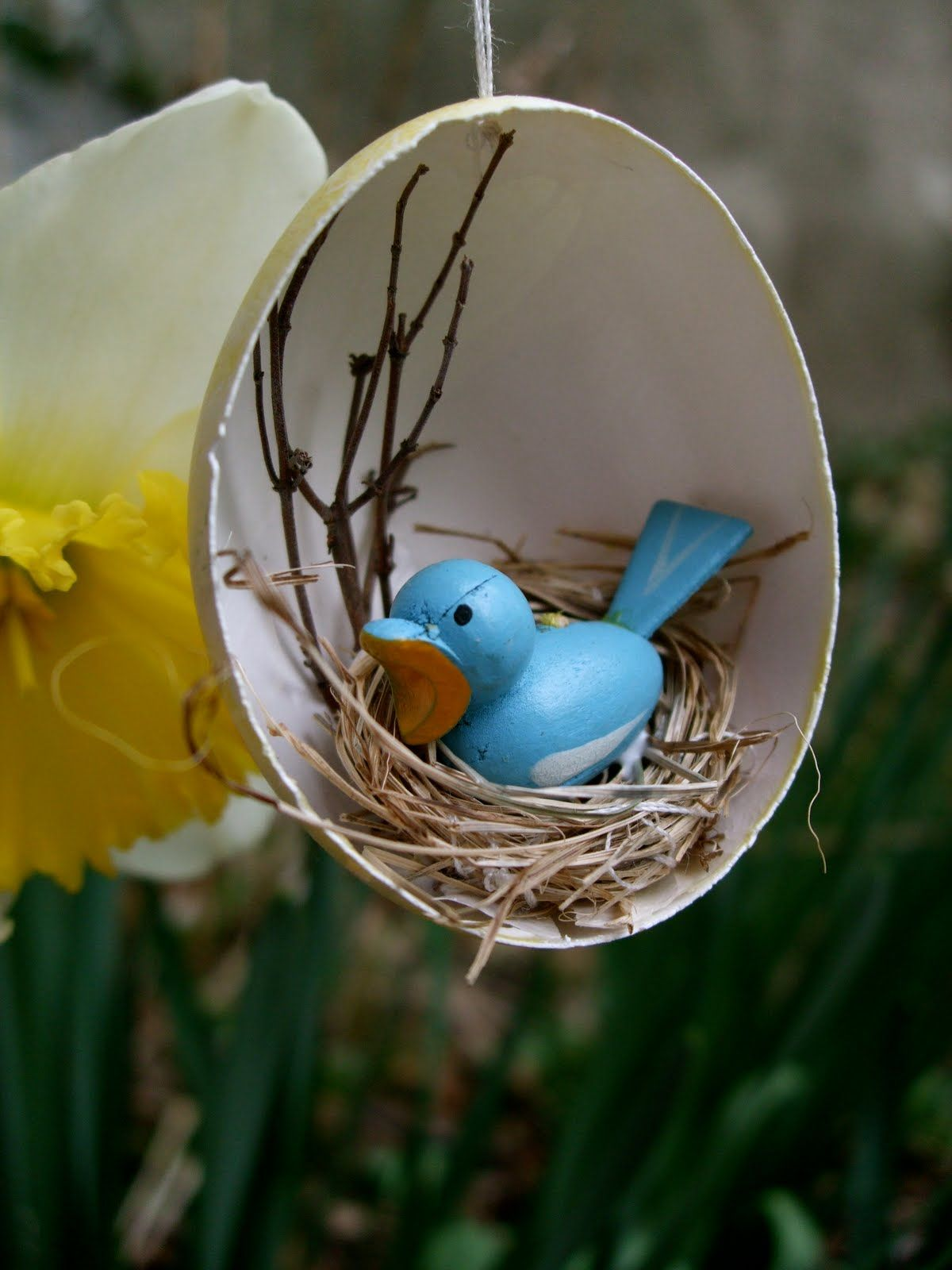 Beth Curtin Made An Adorable Hanging Birds Nest Easter Egg