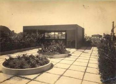 Resultado de imagem para jardim para a residência da família Schwartz burle marx