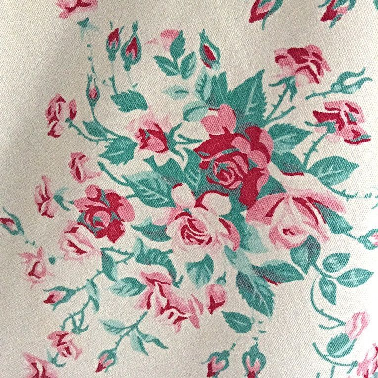Wilendur Princess Rose Design Tablecloth by The Vintage Laundry | The Vintage Laundry #vintagelinens #vintage #vintagetablecloth #tablecloth #thevintagelaundry