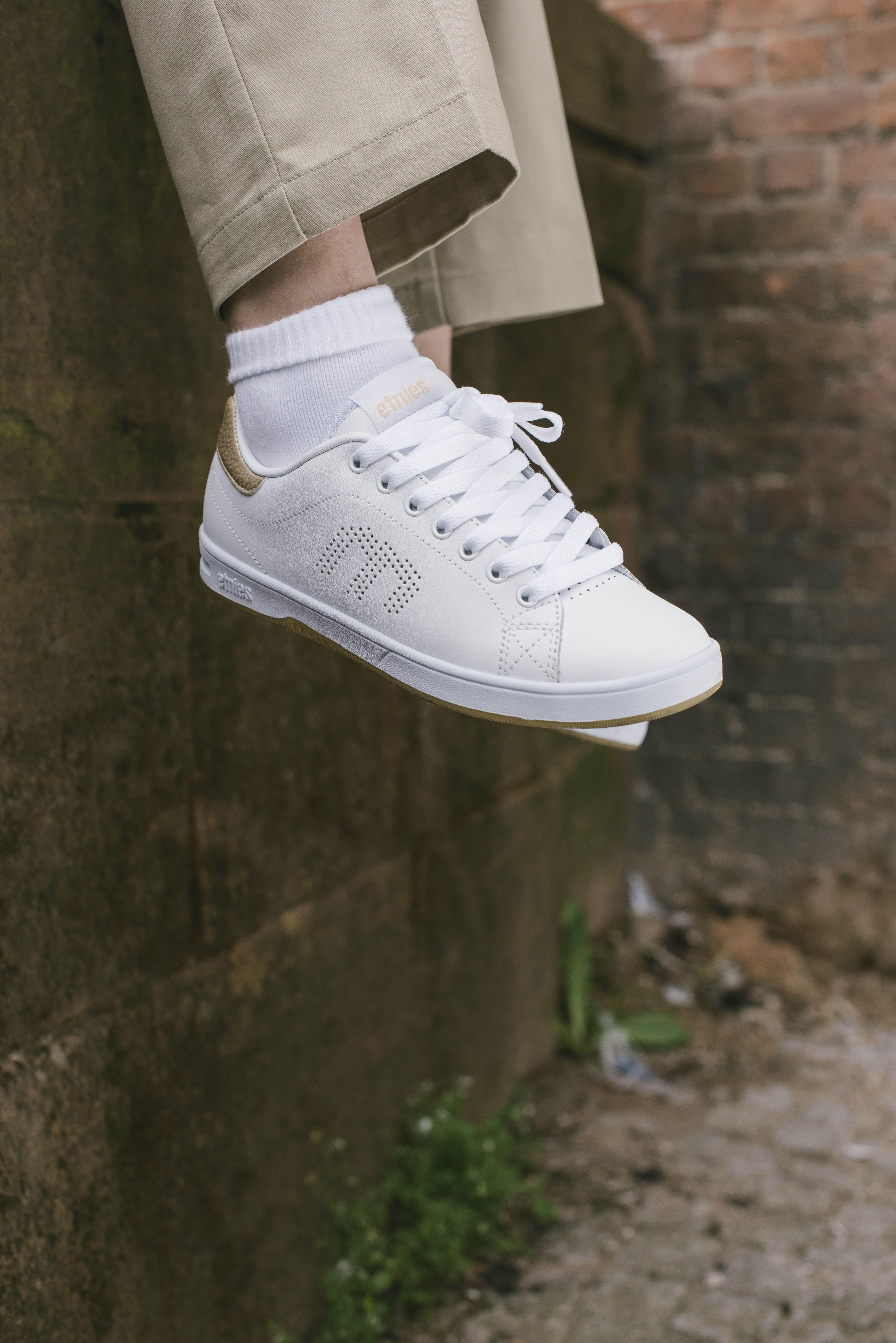 Ladies Shoes Black /& White Etnies Callicut Shoes
