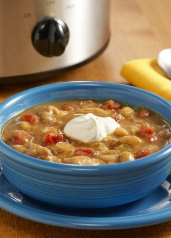 White Chicken Chili slow cooker recipe – try making this for one of your summer night dinners!