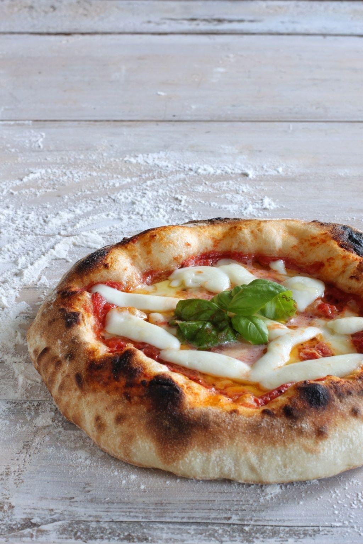 Pizza Napoletana Fatta In Casa Ricetta Di Davide Civitiello Timo E Vaniglia Ricetta Nel 2020 Ricette Ricette Pasta Per Pizza Pizza Napoletana