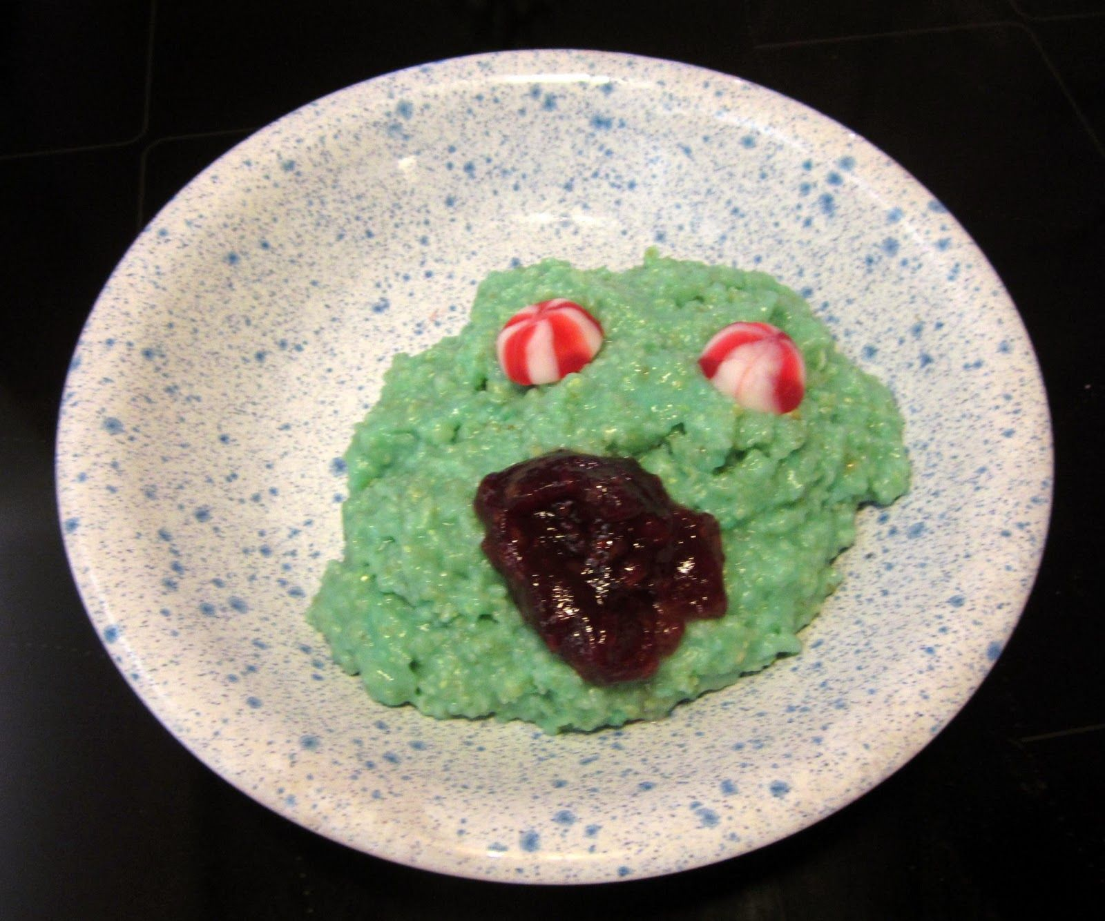 Hyi! Karmeaa kaurapuuroa! Scary porridge!