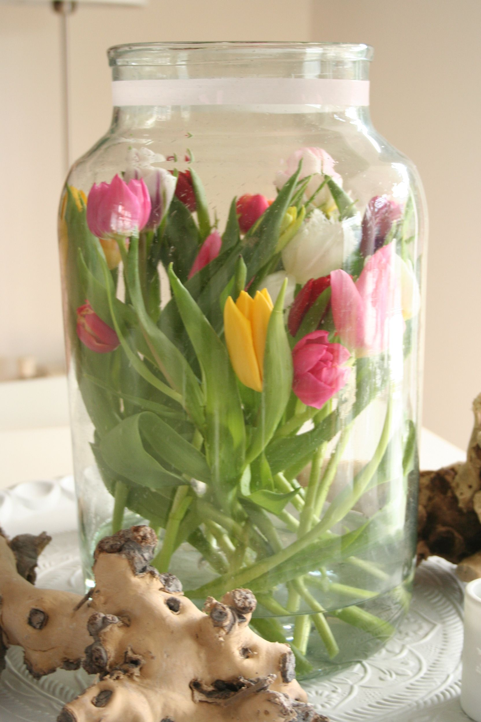 Tulp In Vaas Google Zoeken Tulpen Tulips Pinterest Floral Arrangement Flowers And Gardens