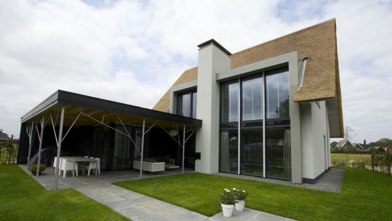 Rieten kap moderne dakkapel dormers pinterest rieten for Dat architecten