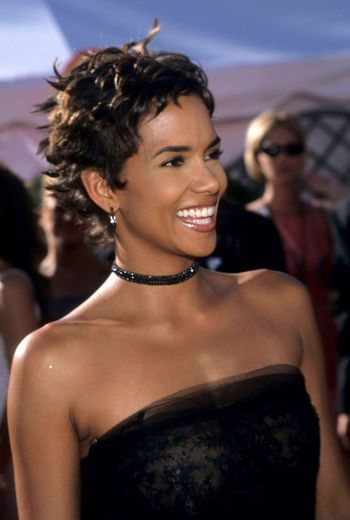 Halle Berry S Hair Evolution In 2020 Halle Berry Hairstyles Halle Berry Short Hair Halle Berry Hot
