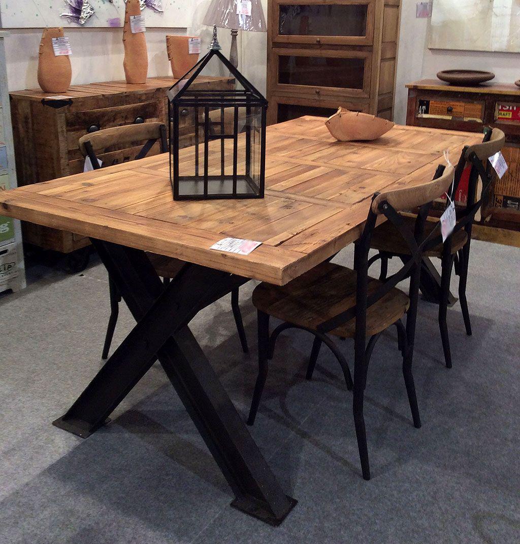 Tavolo in stile Industrial, combina a perfezione il ferro ed il ...
