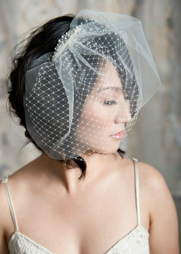Hairstyles For The Birdcage Veils Weddingelation Vintage Wedding Hair Veil Hairstyles Wedding Veils Short