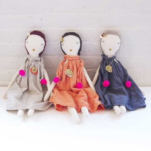 Jess Brown doll collab with Atsuyo et Akiko gauze dress.  Can not tell you enough how amazing these beautiful dolls are.