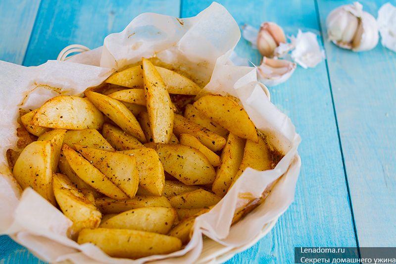 Запеченый картофель по-деревенски с паприкой и тимьяном